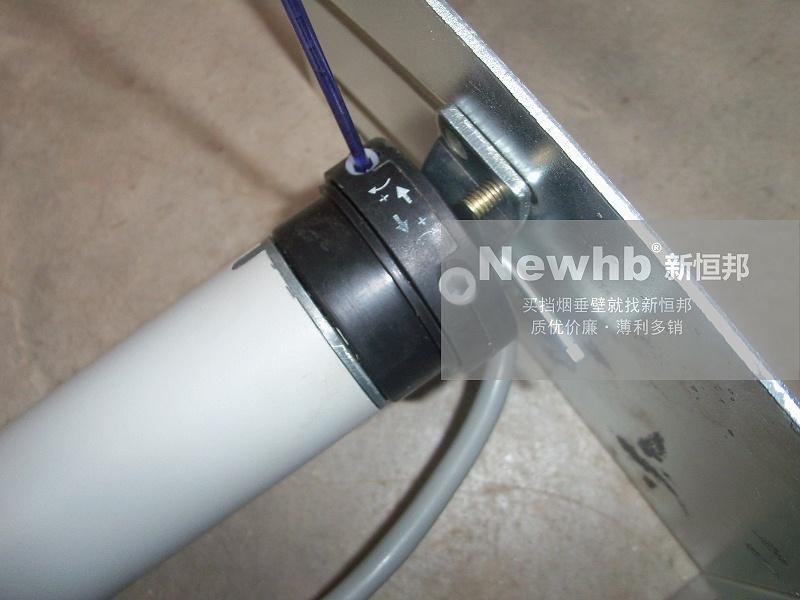 电动挡烟垂壁电机端与架板连接