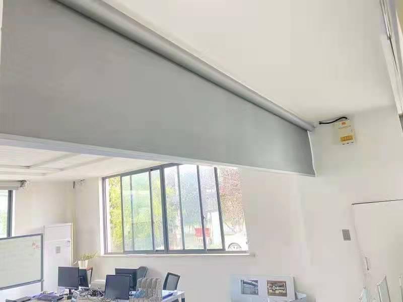 新恒邦电动挡烟垂壁