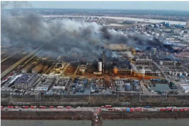 某化工厂爆炸图片